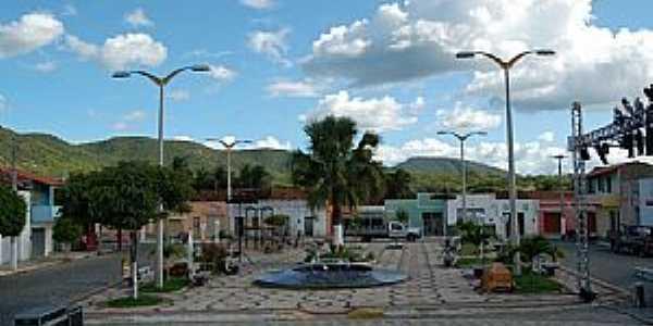 Arneiroz-CE-Pra�a central-Foto:Socorro Feitosa
