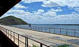 Banabuiú - Ponte sobre a barragem em Banabuiú-CE-Foto:WLuiz