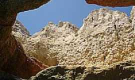 Beberibe - Caverna na Praia do Morro Branco em Beberibe-Foto:Paulo Yuji Takarada