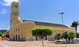 Boa Viagem - Praça e Igreja de N.Sra.da Boa Viagem em Boa Viagem-CE-Foto:Macílio Gomes