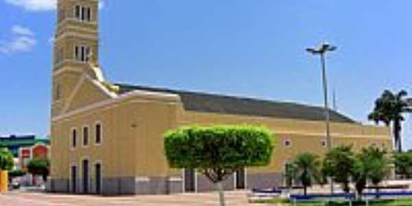 Praça e Igreja de N.Sra.da Boa Viagem em Boa Viagem-CE-Foto:Macílio Gomes
