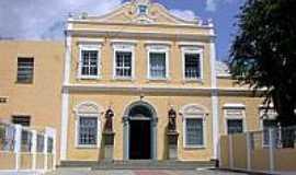 Canind� - Convento de Santo Ant�nio,situado na Pra�a Frei Aur�lio,� uma importante constru��o do s�culoXIX, em Canind�-CE
