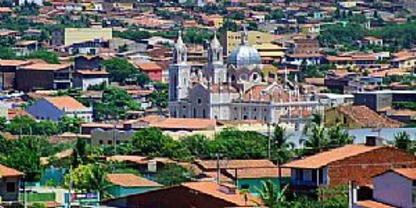 Vista da Cidade de Canind� - a Bas�lica de S�o Francisco domina a paisagem - Foto www.cearaemfotos
