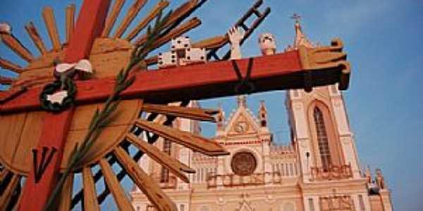 Santuário e Paróquia de São Francisco das Chagas - Seja um benfeitor ligue (85) 3343-9950 / 3343-0017