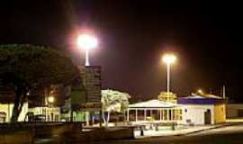 Capistrano - Vista noturna da praça central de Capistrano-CE-Foto:zenandre
