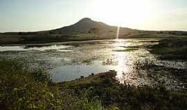 Cariús - Cariús-CE-Represa do Muquém e a Serra de Cariús-Foto:Nícolas Edu