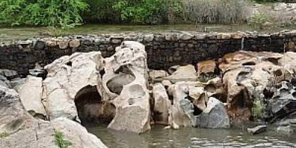 Carrapateiras-CE-Variedade de formações rochosas no Porão,ponto turístico da cidade-Foto:blogdowilrismar.com
