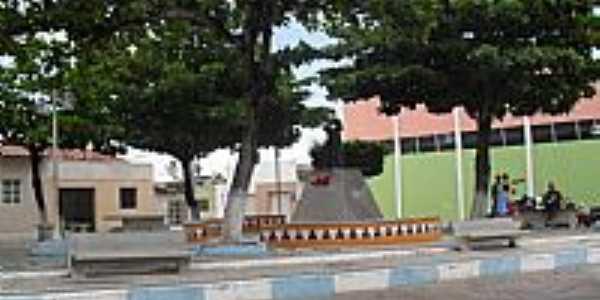 Praça e Estátua de Padre Cícero em Olho D´Água do Casado-Foto:Sergio Falcetti