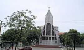 Fátima - Igreja de N.Sra.de Fátima na Av. 13 de Maio-Foto: Francisco Edson Mend…
