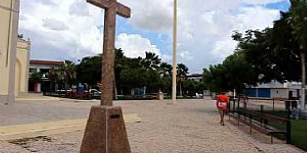 Flores-CE-Cruzeiro na praça da Igreja-Foto:Prefeitura De Russas