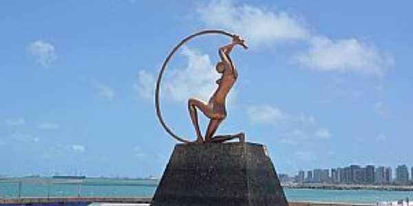 Fortaleza-CE-Monumento na orla-Foto:www.facebook.com