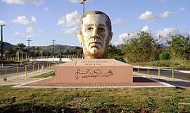Palmeira dos �ndios - Palmeira dos �ndios-AL-Homenagem ao escritor Graciliano Ramos-Foto:Barco do Espa�o