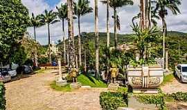 Guaramiranga - Paraty-RJ-Jardim externo e entrada principal do Mosteiro dos Capuchinhos-Foto:ARAGÃO