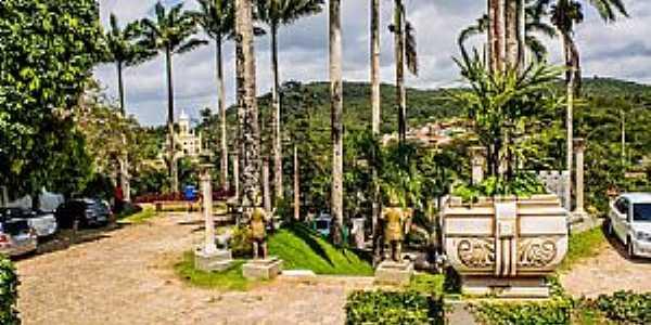 Paraty-RJ-Jardim externo e entrada principal do Mosteiro dos Capuchinhos-Foto:ARAGÃO