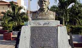 Hidrolândia - Hidrolândia-CE-Busto do Monsenhor Luis Ximenes-Foto:Marcello Bezerra