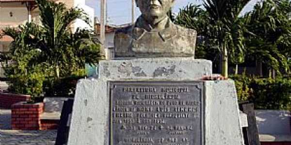 Hidrolândia-CE-Busto do Monsenhor Luis Ximenes-Foto:Marcello Bezerra