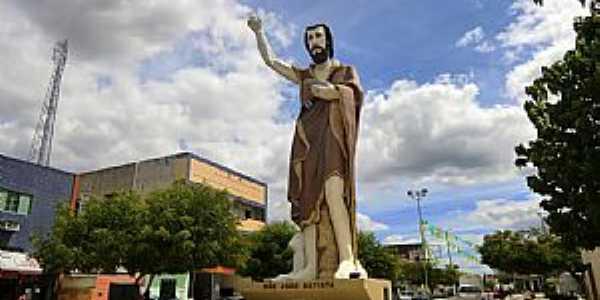 Horizonte-CE-Imagem de São João Batista na entrada da cidade-Foto:MACÍLIO GOMES