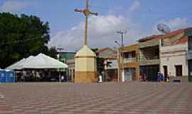 Iguatu - Cruzeiro ao lado da Igreja-Foto:Luis Orione