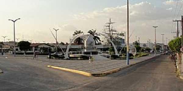 Iguatu-CE-Praça na entrada leste-Foto:Emilio Neto