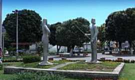 Ipu - Est�tuas de Iracema e Martim Soares Moreno-Foto:Marc�lio Gomes
