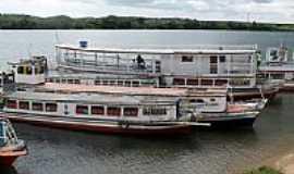 Penedo - Barcos no Rio S�o Francisco em Penedo-Foto:Manoel Jorge Ribeiro�