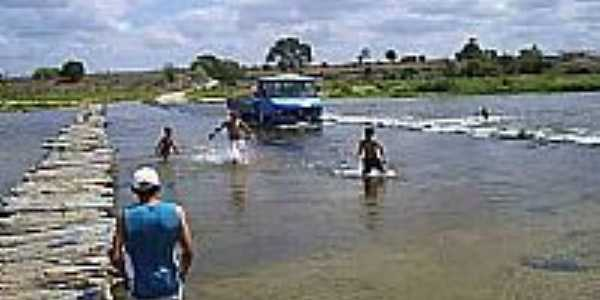 Travessia do Rio em Lagoa Grande-Foto:valdeizo