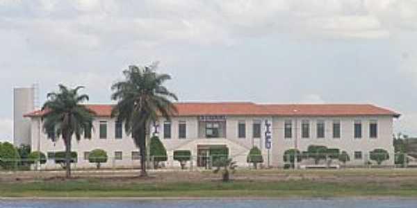 Vista da frente do Liceu Estadual de Maracana� - Por F�bio Eug�nio