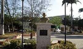Marco - Busto do 1º Prefeito na Praça da Matriz em Marco-CE-Foto:Ivo Dias