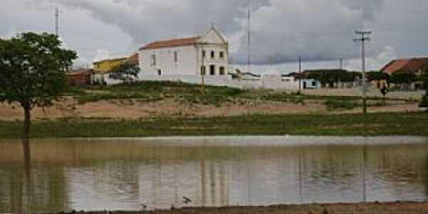 Marrecas-CE-Lagoa e a Igreja-Foto:Alex Caracas