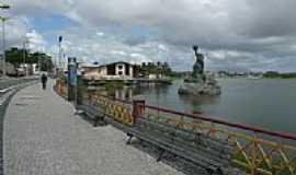 Messejana - Estátua de Iracema na lagoa de Messejana, por Paulo Targino Moreira.