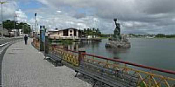 Estátua de Iracema na lagoa de Messejana, por Paulo Targino Moreira.