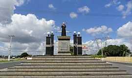 Milagres - Milagres-CE-Monumento ao Pe.Cícero na entrada da cidade-Foto:Walter Leite