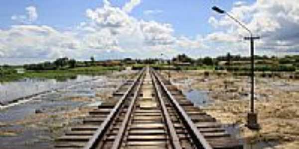 Ponte ferroviária sobre o sangradouro-Foto:Éder Bicudo