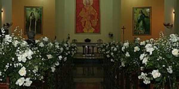 Monte Castelo-CE-Interior da Igreja de Santa Terezinha-Foto:santaterezinhamcastelo