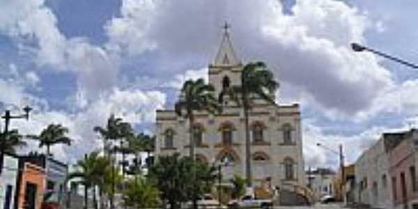 Praça e Igreja do Senhor Bom Jesus dos Pobres em Quebrângulo-Foto:Sergio Falcetti