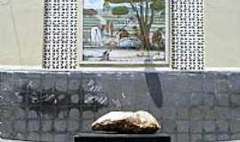 Pedra Branca - Pedra Branca-CE-Rocha que deu nome à cidade-Foto:Ivo Dias