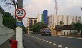 Rio Branco - Avenida em Rio Branco-Foto:JEZAFLU=ACRE=BRASIL