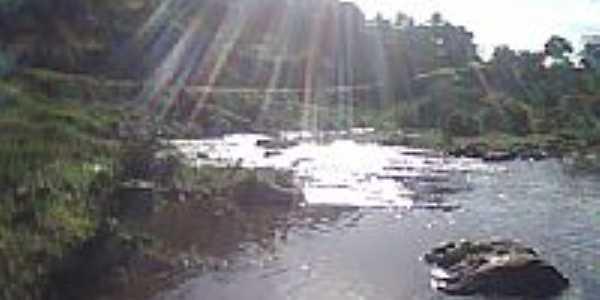 Raios de Sol no Rio Paraíba em Santa Efigênia-Foto:jorivaldo