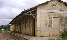 Quincoé - Quincoé-CE-Antiga Estação Ferroviária-Foto:www.estacoesferroviarias.com.br