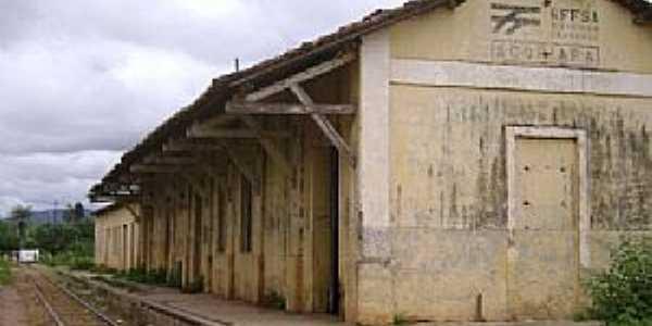 Quincoé-CE-Antiga Estação Ferroviária-Foto:www.estacoesferroviarias.com.br
