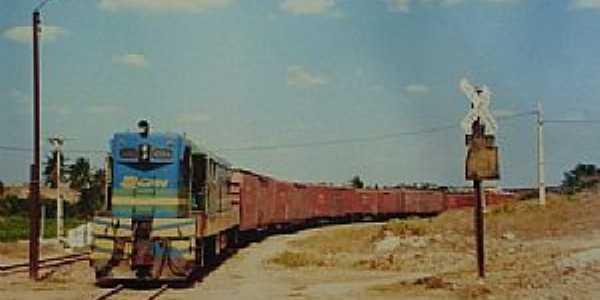 Quincoé-CE-Locomotiva do Distrito-Foto:www.estacoesferroviarias.com.br