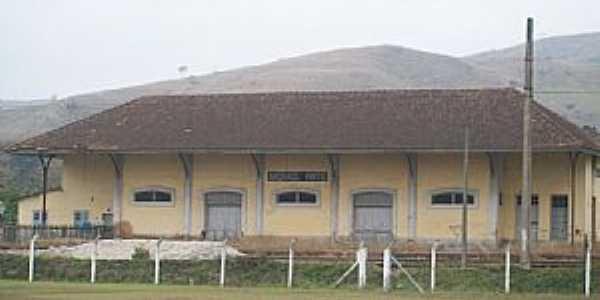 Andrade Pinto-RJ-Estação Ferroviária-Foto:Eugenio C. Nicolau