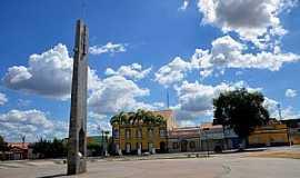 Quixeramobim - Quixeramobim-CE-Marco Geográfico do Ceará em frente à Prefeitura-Foto:ARAGÃO