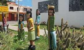 Quixeramobim - Quixeramobim-CE-Sertanejos esculpidos em madeira-Foto:Josue Marinho