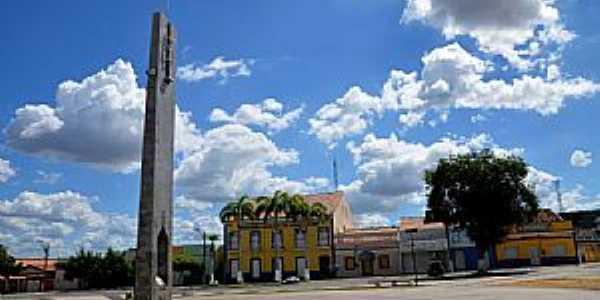 Quixeramobim-CE-Marco Geográfico do Ceará em frente à Prefeitura-Foto:ARAGÃO