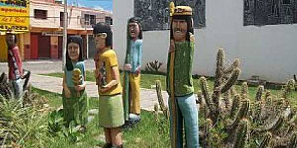 Quixeramobim-CE-Sertanejos esculpidos em madeira-Foto:Josue Marinho