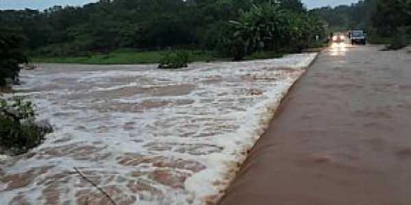 Riacho Verde-CE-Passagem Molhada no Rio Acaraú-Foto:Facebook