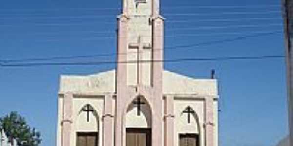 Igreja em Santa Felícia, por Mariana.Matos.