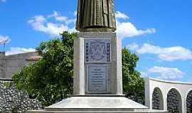 Sobral - Sobral-CE-Estátua de D.José Tupynambá da Frota(1º Bispo de Sobral)-Foto:Ivo Dias