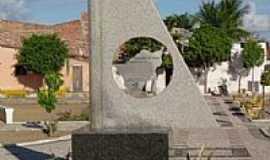 Tabuleiro do Norte - Tabuleiro do Norte-CE-Monumento na Praça de Eventos-Foto:Gilcemberg